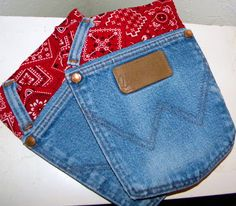 Simply Soares: Jean Pocket Pot Holder Tutorial (Going to use all of Andy's beat-up jeans and do this on a rainy day. Jean Crafts, Denim Crafts, Fabric Crafts, Sewing Crafts, Sewing Projects, Quilting Projects, Pocket Craft, Sewing Aprons, Denim Aprons