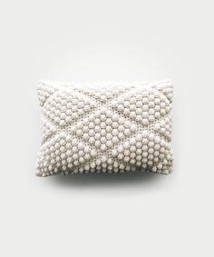 CROCHET ⨯ The Labadee – DeBrosse Crochet Waffle Stitch, Crochet Stitches, Knit Crochet, Knitting Patterns, Crochet Ideas, Knot Pillow, Crochet Basket Pattern, Crochet Baskets, Rugs