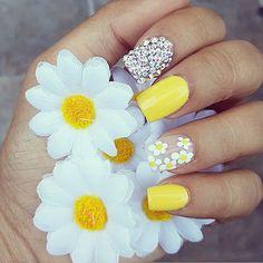 75 Cute and Trendy Nail Art Designs That You Will Love Yellow Nails Design, Yellow Nail Art, Yellow Toe Nails, Daisy Nails, Flower Nails, Daisy Nail Art, Laque Nail Bar, Pastel Nail Art, Easter Nails