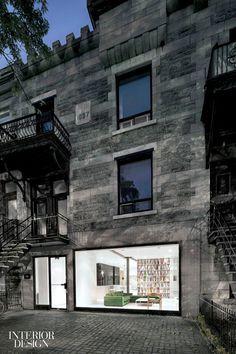 Loft moderno de estilo minimalista en un edificio antiguo