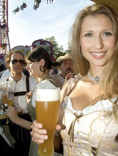 Dude in the Back is Distracted is listed (or ranked) 41 on the list The 100 Sexiest Dirndl Girls in Oktoberfest History Oktoberfest History, Oktoberfest Beer, Oktoberfest Outfit, Octoberfest Girls, Beer Maiden, Pretty Movie, Beer Girl, German Women, German Girls