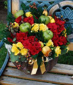 GERLA GRANDE Elisabetta - PatriziaB.com  Gerla decorativa di esclusiva eleganza, inebriata da una meravigliosa composizione di fiori e frutta artificiali, bacche e fogliame