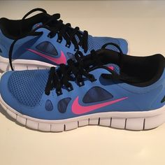 """NIKEFree Run 5.0 Sneakers Sneakers are a pretty shade of blue with a pink Nike check✨Black laces✨They are lightweight, flexible and keep your feet comfortable from start to finish✨These are a 5.5Y which measure 9 1/8"""" from toe to heel. It fits 6.5 in women's✨Shoes are in excellent condition✨No box is included✨Reasonable offers are always accepted Nike Shoes Sneakers"""