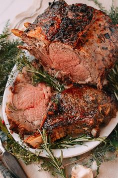 Prime Rib Roast is our favorite choice for a crowd-pleasing Christmas dinner. Make the perfect prime rib roast for the holidays with a proven family recipe! #christmasrecipes