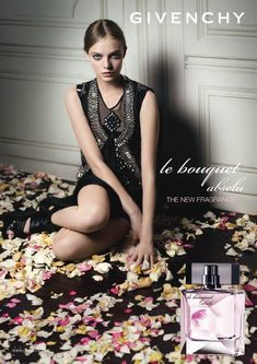 Givenchy  Le Bouquet Absolu represents a fragrant journey thought a glamorous, attractive and enchanting floral garden. The perfume is a sophisticated, elegant and very romantic, made of refined floral and fruity combination with a softy musky trail. It opens with fresh and juicy aromas of bergamot, neroli and wild berries. The heart is delicate and soft with jasmine, vanilla orchid and rose, based on mysterious and sensual notes of musk, ambergris and juniper.