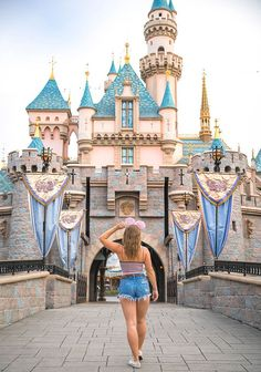 While it wasn't my first visit to Disneyland, this trip was extra fun because it was my first time going with friends! Disney Tourist Blog, Disney World Vacation, Disney Vacations, Disney Trips, Disney World Pictures, Cute Disney Pictures, Punk Disney Princesses, Princess Disney, Disney Characters