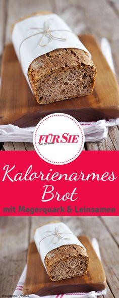 Super lecker und dazu auch noch kalorienarm: Dieses Brot mit Leinsamen, Magerquark und gemahlenen Mandeln könnt ihr ohne schlechtes Gewissen genießen!