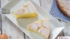 La torta 5 minuti è l'ideale per coloro che hanno poco tempo per cucinare ma non vogliono rinunciare ad un dolce soffice e delicato.
