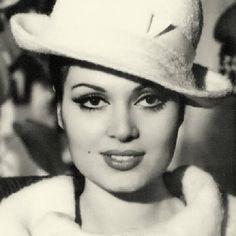 Foto Blog, Celebrity Stars, Celebrity Photography, Turkish Fashion, Turkish Style, Brunette Beauty, Old Actress, I Icon, Old Movies