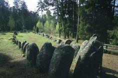 Libro Territorio Vikingo. Fantásticas tumbas con silueta de barco.