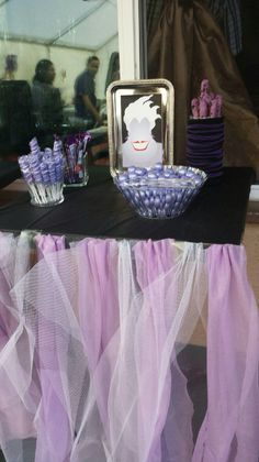 Ursula candy table