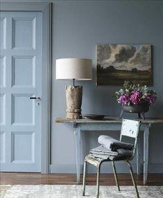 Väggfärg Petroleum, ncs nr s4010–b50g, karm och sockel är målade i s5010–b50g, dörren är målad i s4020–b30g, all färg från Jotun. B...