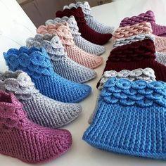 Best 12 Crochet Ideas For Slippers, Boots And Socks – Diy Rustics – SkillOfKing. Diy Crochet Slippers, Crochet Baby Boots, Crochet Ripple, Knit Crochet, Amigurumi Giraffe, Crochet Hooded Scarf, Crochet Video, Crochet Slipper Pattern, Crocodile Stitch