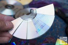 23 idees originales de recyclage de vieux objets cd dvd en mozaique 1   23 idées originales de recyclage de vieux objets   velo valise trans...