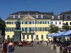 Bonn - Ich habe Freunde, die in Bonn studiert haben und mein Cusin hat in Bonn gewohnt, von daher kenne ich diese Stadt relativ gut. An Bonn hat mir immer gefallen, dass es eine Studentenstadt ist, die alle Vorzüge einer Großstadt hat ohne dabei den Charme einer kleinen Stadt zu verlieren. Das kulturelle Programm und die Kneipenszene sind gut und zudem verleiht ihr die Vergangenheit als Bundeshauptstadt immer noch einen ganz besonderen, weltgewandteren Flair.