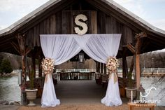 We go to Legacy Farms today for Kellie and Kenny's elegant, beautiful and simply breathtaking wedding! Team Enchanted had such fun working on their rustic and romantic vision – complet…