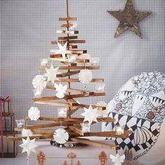 weihnachtsbaum aus holz basteln und mit teelichtern. Black Bedroom Furniture Sets. Home Design Ideas
