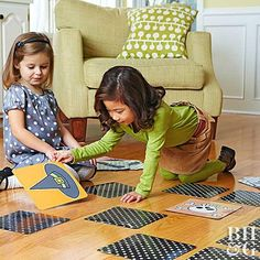 The Best Halloween Games for Kids: Planning a Halloween Party for Kids? Here are of the most fun Halloween Games for Kids ever! These easy DIY Halloween Party Games for kids are sure to be a HUGE hit at your kids Halloween Party! Halloween Party Activities, Halloween Puzzles, Halloween Games For Kids, Easy Halloween Crafts, Kids Party Games, Halloween Party Decor, Halloween Fun, Halloween Juegos, Halloween Carnival