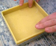 Etalez vos pâtes à tarte sans problème ! Delicious Desserts, Dessert Recipes, French Patisserie, Some Recipe, Base, Baking Tips, Cakes And More, Cooking Recipes, Sweet