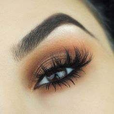 This picture is just GOALS! We are always looking for new eyeshadow looks and tutorials for eye colors. Our calendar will help you stay on top of when the latest makeup eyeshadow palettes are being released! #colorfuleyeshadows