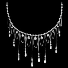 Limelight Paris inspiration necklace This opulent necklace pays homage to Parisian architecture. Its arched, curving shapes, inspired by the legendary design of the Eiffel Tower, create a spectacularly luminous effect thanks to the play of light dispersed by the three different diamond cuts. Feminine, elegant and exuding a distinctly Belle-Époque charm, this jewelry creation evokes the dazzling magic of the Eiffel Tower shining into the Parisian night.