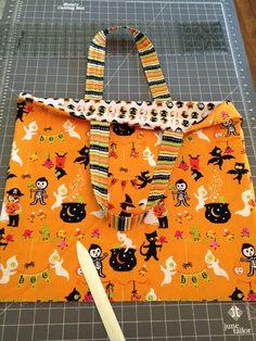 Trick or Treat Bag Tutorial Halloween Sac Halloween, Halloween Sewing Projects, Adornos Halloween, Halloween Quilts, Halloween Trick Or Treat, Halloween Crafts, Holiday Crafts, Sewing Crafts, Halloween Ideas