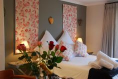 Self catering accommodation, Simon's Town, Cape Town   Beds & Roses.   http://www.capepointroute.co.za/moreinfoAccommodation.php?aID=439