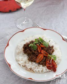 Pitkään uunissa hautuvat padat ovat parasta kevättalven ruokaa. Ja melkein parasta ruokaa milloin vain, koska ruoka laittaa käytännössä ... Pasta, Beef, Dishes, Ethnic Recipes, Food, Meat, Tablewares, Essen, Meals