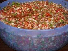 I like my salsa without vinegar so i found this recipe. hope it tastes a little more like fresh out of the garden salsa! Jenni Wilson - this is the one i used! kitchen addiction: Canning Salsa Canning Salsa, Canning Tips, Salsa Recipe For Canning Without Vinegar, Salsa Canning Recipes, Canning Vegetables, Canning Tomatoes, Garden Tomatoes, Veggies, Great Recipes