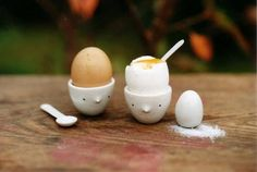 Charming ceramics by Argentine designer Lola Goldstein Ceramic Clay, Ceramic Pottery, Cute Egg, Sweet Home, Egg Holder, Ceramics Projects, Clay Projects, Egg Cups, Mugs
