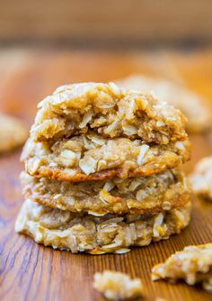 Chewy Oatmeal Coconut Brown Sugar Cookies {Anzac Biscuits} - Soft, Chewy, Easy, No-Egg, No-Mixer Cookie Recipe Brown Sugar Cookie Recipe, Brown Sugar Cookies, Honey Cookies, Easy Sugar Cookies, Oat Cookies, Galletas Cookies, Sugar Cookies Recipe, Maple Cookies, Making Cookies