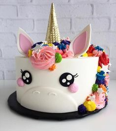 Little girl birthday cake: 50 ideas in creative and amazing images! - Cake design: zoom on the best little girl birthday cake ideas! Pretty Cakes, Cute Cakes, Cake Cookies, Cupcake Cakes, Baby Cakes, Unicorn Foods, Unicorn Cakes, Unicorn Rainbow Cake, Easy Unicorn Cake