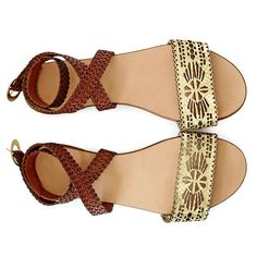 Detalii produs:Flat sandals inspired by Persian culture.Made from natural leather.Embellished with laser-cut decorations inspired by oriental natural leather.Product handmade in Romania. Flat Sandals, Flats, Persian Culture, Natural Leather, Footwear, Boutique, Inspiration, Accessories, Inspired