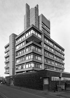 Charles Wilson Building 2, Leicester University, Denys Lasdun, 1963  Photo: Simon Phipps