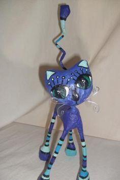 como hacer adornos con cartapesta - Buscar con Google Paper Clay, Paper Art, Paper Crafts, Paper Mache Projects, Cat Art, Sculpture Art, Dog Cat, Creations, Bird
