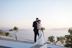 couple, view, love, wedding photography, caldera, wedding planner, summer wending, Santorini, Oia, beautiful, wedding dress, cliff