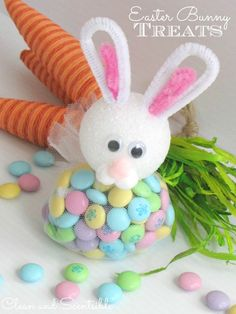 Adorable Easter bunny treats made from basic craft supplies and your favorite Easter treats. Easy Easter Crafts, Bunny Crafts, Easter Crafts For Kids, Easter Projects, Craft Projects, Easter Candy, Hoppy Easter, Easter Treats, Easter Gift