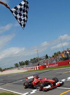 Eso debió pensar Alonso al cruzar la meta en primera posición.