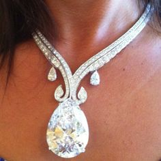 200 carat diamonds...u could loose your head over this ladies....literally and figuratively... lol!