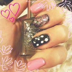 Love these glitter, pink nails ♥ http://whatkatloves.blogspot.de