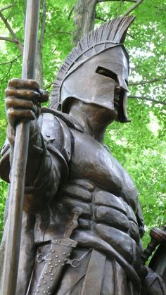 The heroic size bronze spartan was created for the 3th Brigade 10th Mountain Division of the US army by Big Statues. Mazda Mps, Sculpture Art, Garden Sculpture, Greek Soldier, Dragon Z, Greek History, Achilles, Ancient Greece, Knights
