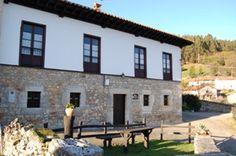 Casa rural del siglo XVIII, en Tresgrandas, destinada al Turismo Rural.