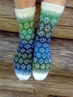 kulabra's Snow-dipped Socks Knitting Socks, Knitting For Kids, Baby Knitting, Fair Isle Knitting, Knit Socks, Knit Stockings, Stockings Outfit, Cable Knit Throw, Aran Weight Yarn