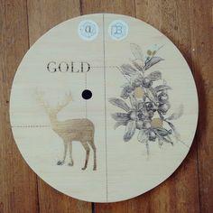 """"""" Descubriendo patrones imaginarios """" pieza unica. Ilustrada a mano #Himallineishon #art #illustration #deer #gold trabajando en colaboracion con @mara_kunst"""