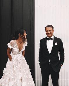 V Neck Wedding Dress, Best Wedding Dresses, Wedding Gowns, Lace Wedding, Bouquet Wedding, Wedding Nails, Wedding Reception, Green Wedding, Wedding Lingerie