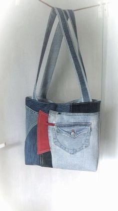 Recycled denim handbag Patchwork tote bag Old jeans recycling Jeans Fit, Love Jeans, Jeans Denim, Denim Handbags, Handbags For Men, Purses And Handbags, Old Jeans Recycle, Jeans Recycling, Blue Jean Purses