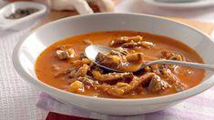 Potrebujeme:  1 stredne veľkú cibuľu  300 g hlivy ustricovitej  1 lyžičku červenej mletej papriky  1 lyžičku vegety Czech Recipes, Ethnic Recipes, Soup Recipes, Weight Loss Smoothies, What To Cook, Food 52, Thai Red Curry, Ham, Diet