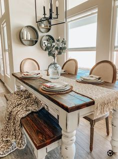 Simple Ideas Farmhouse Table and Bench Plans for Your Rustic Dinning Room - Has Astita Dining Room Table Centerpieces, Modern Farmhouse Table, Farmhouse Dining Room Table, Farmhouse Kitchen Tables, Rustic Dining Rooms, Farm House Dinning Room, Farmhouse Homes, Rustic Table, Farmhouse Furniture