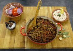 ρεβύθια στο φούρνο Greek Recipes, Vegan Recipes, Greek Easter, Other Recipes, Serving Bowls, Oatmeal, Recipies, Cheesecake, Beef