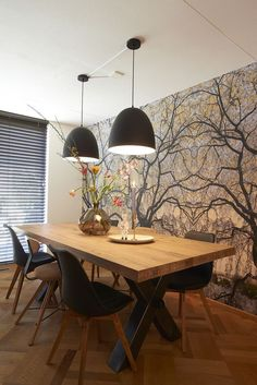 Salle à manger Wall / RTL Woonmagazine Goossens eetkamertafel Orleans Dining Room Design, Dining Room Table, Modern Dining Table, Round Dining, Wood Table, Dining Chairs, Sweet Home, Beautiful Dining Rooms, Style At Home